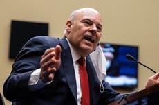 'Demita este homem corrupto': O chefe do USPS, Louis DeJoy, revela reversões de correspondência enquanto os democratas exigem sua remoção