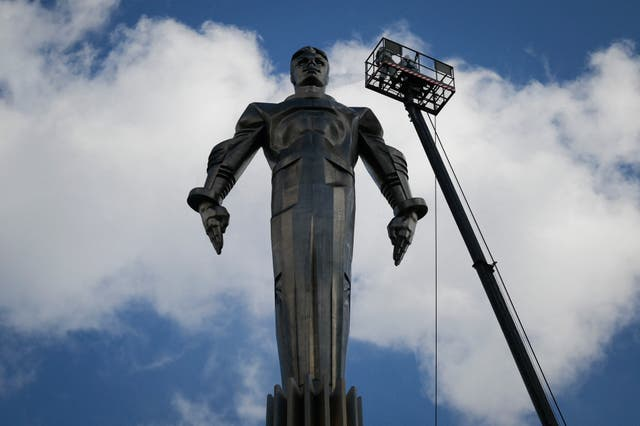 Maintenance workers clean the monument of Soviet cosmonaut Yuri Gagarin in Moscow on April 9, 2021. - Sixty years ago Soviet cosmonaut Yuri Gagarin became the first person in space, marking it a new chapter in the history of space exploration.