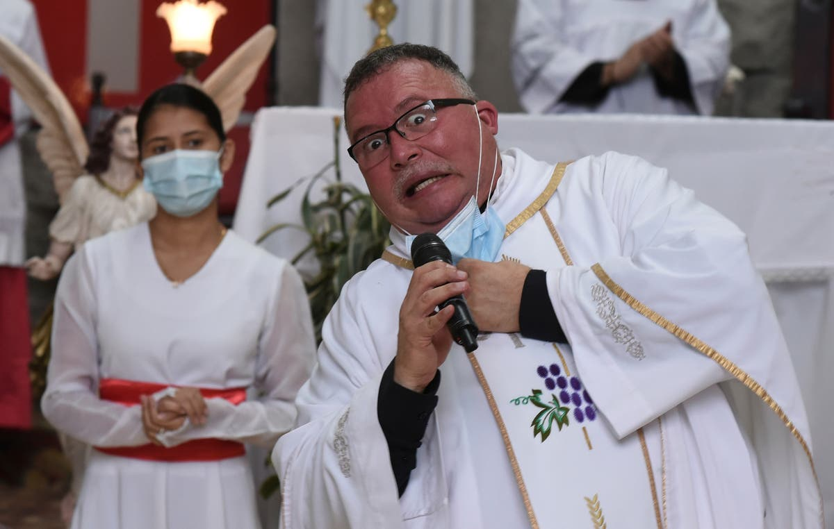 Costa Rica priest sings public health message amid pandemic