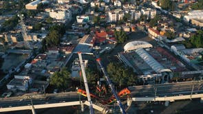 An elevated metro line collapsed in the Mexican capital on Monday, leaving at least 23 people dead and dozens injured as a train came plunging down, 当局说