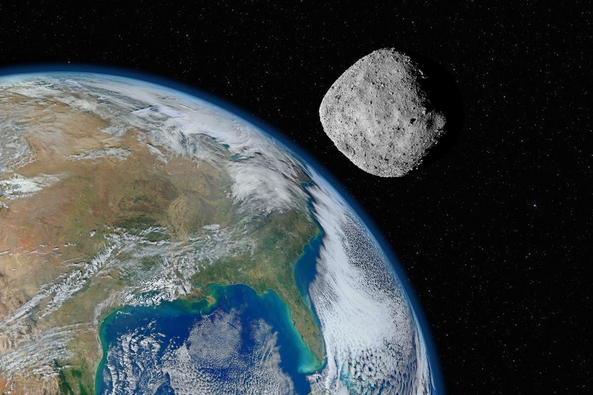 'Potensielt farlig' asteroide på størrelse med en skyskraper som flyr forbi jorden