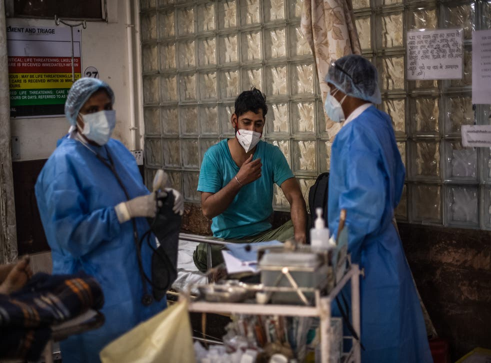 <p>Medical staff attend to Covid-19 positive patients in the emergency ward of a hospital in Delhi, Indië, 6 Mei, 2021<blp>