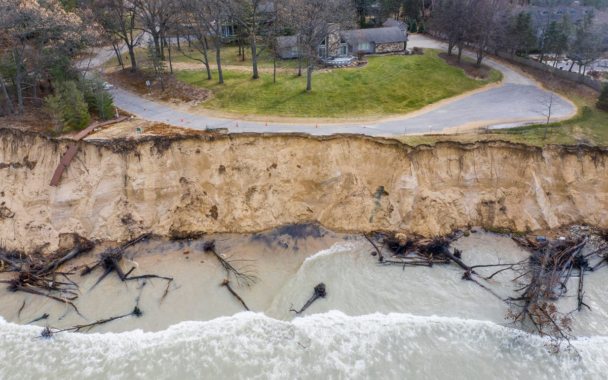 Great Lakes water surge eases after 2 record-setting years