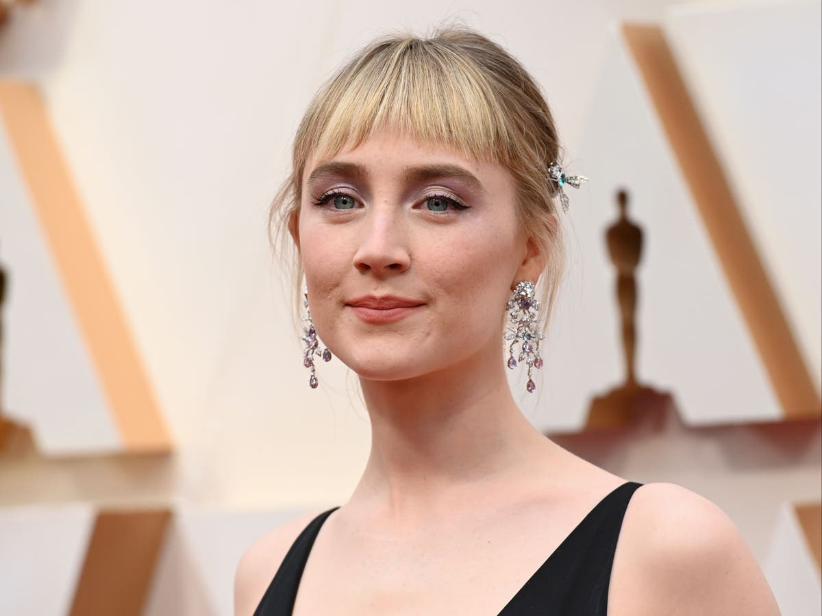 Saoirse Ronan to make UK stage debut as Lady MacBeth in feminist Shakespeare production