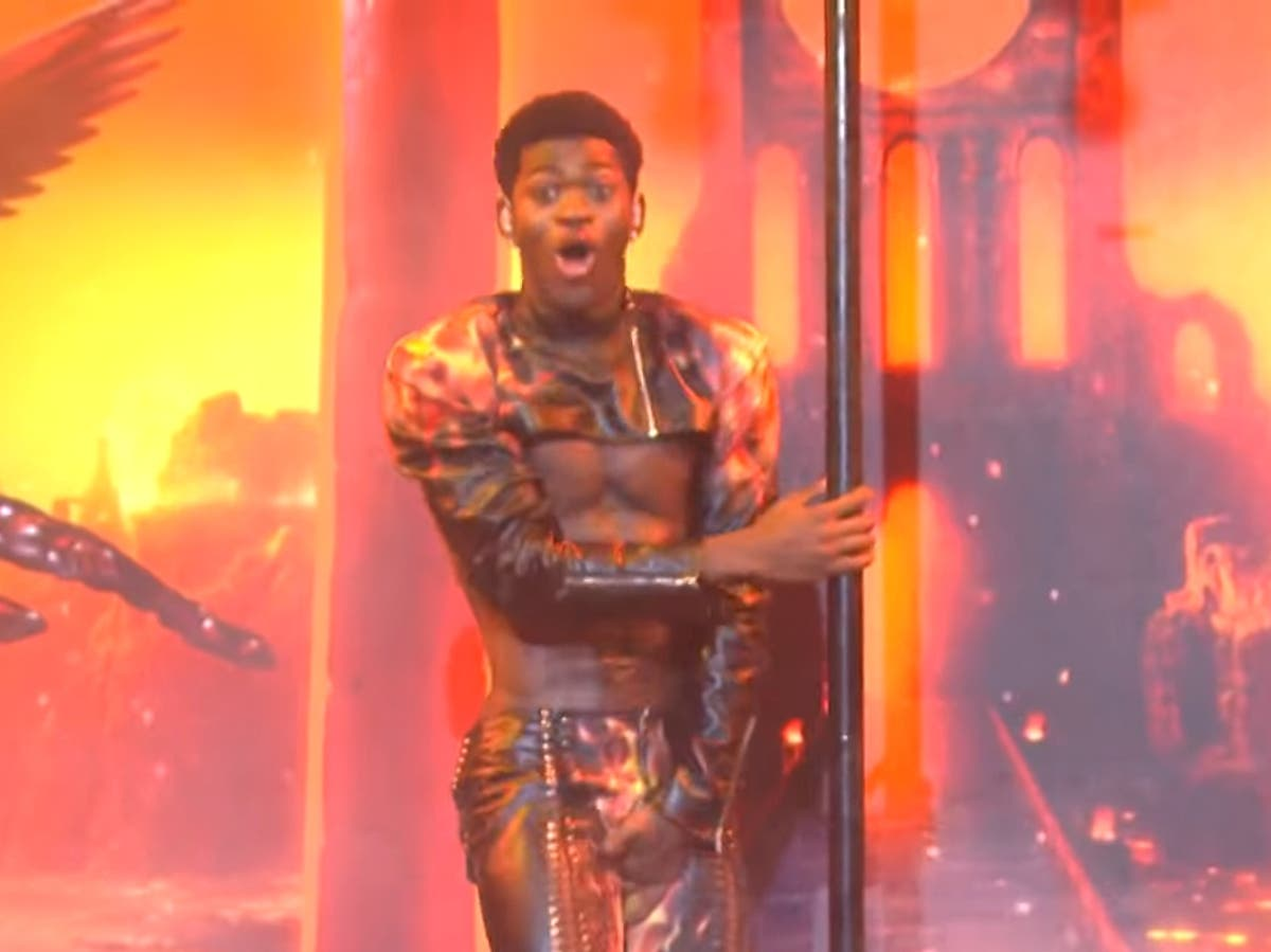 Lil Nas X accidentally 'rips pants' during performance on Saturday Night Live