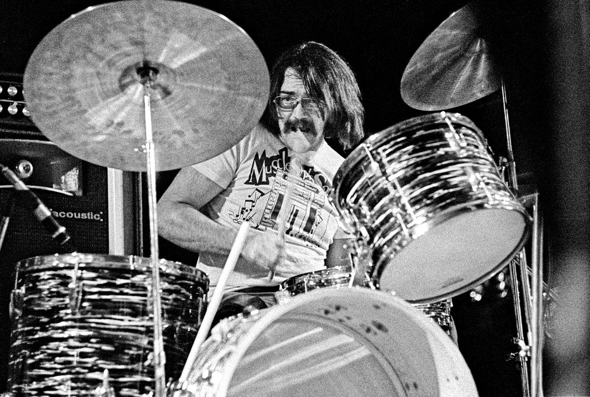 Roger Hawkins: Drummer whose beats appeared on many soul and R&B hits