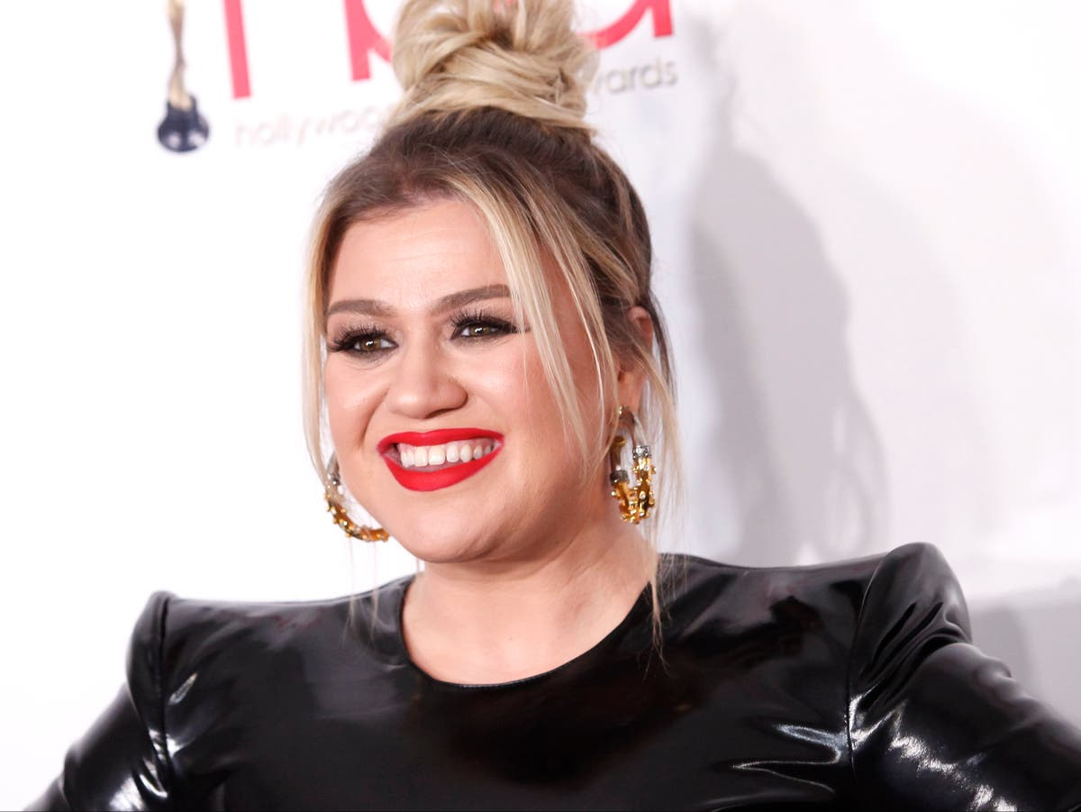 Kelly Clarkson announced as replacement of Ellen DeGeneres' daytime slot