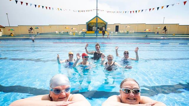 アバディーンシャーのストーンヘブンオープンエアプールでの水泳選手, 封鎖制限が緩和された後に再開します