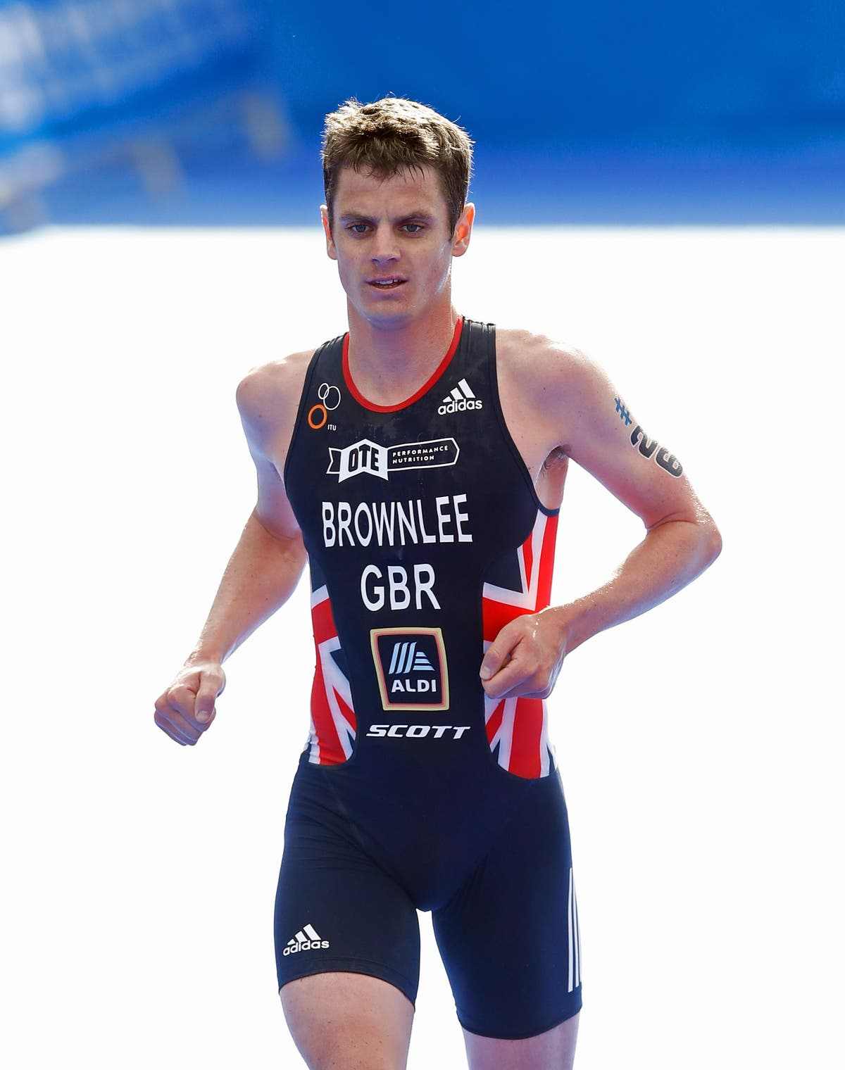 Success on Sardinia for Jonny Brownlee as brother Alistair withdraws early