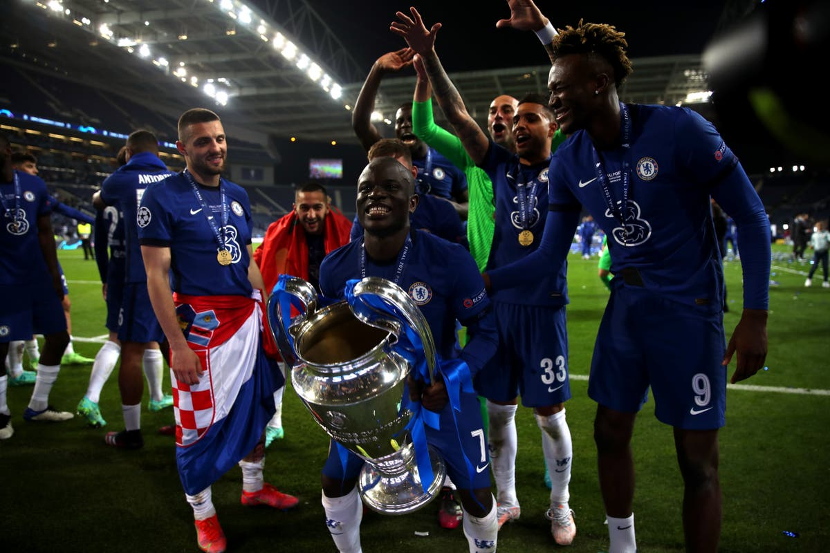 Cesar Azpilicueta hails N'Golo Kante as best midfielder in the world
