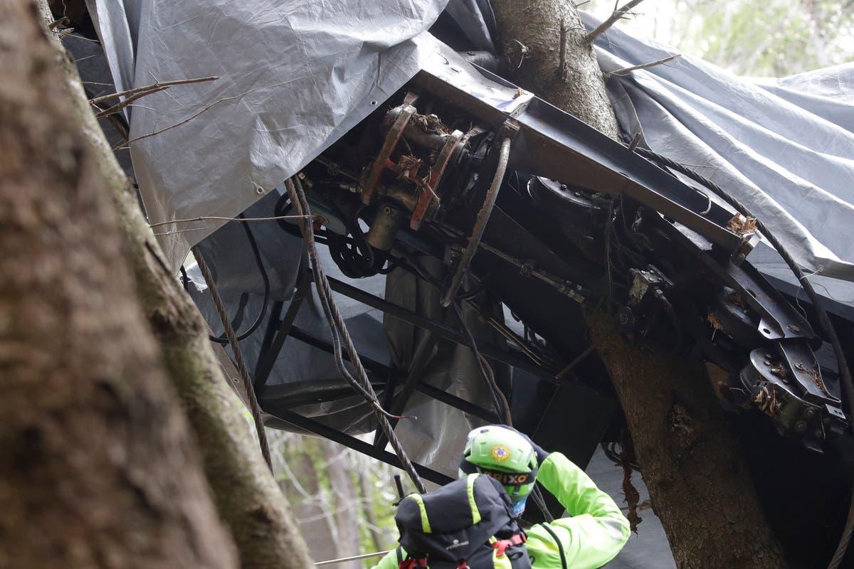 法官: Blame in Italy cable car deaths rests with technician