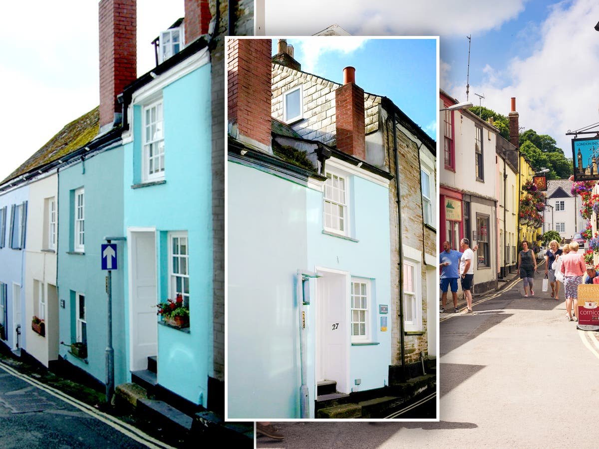 Twoebedroom cottage narrower than a London bus for sale for £430,000