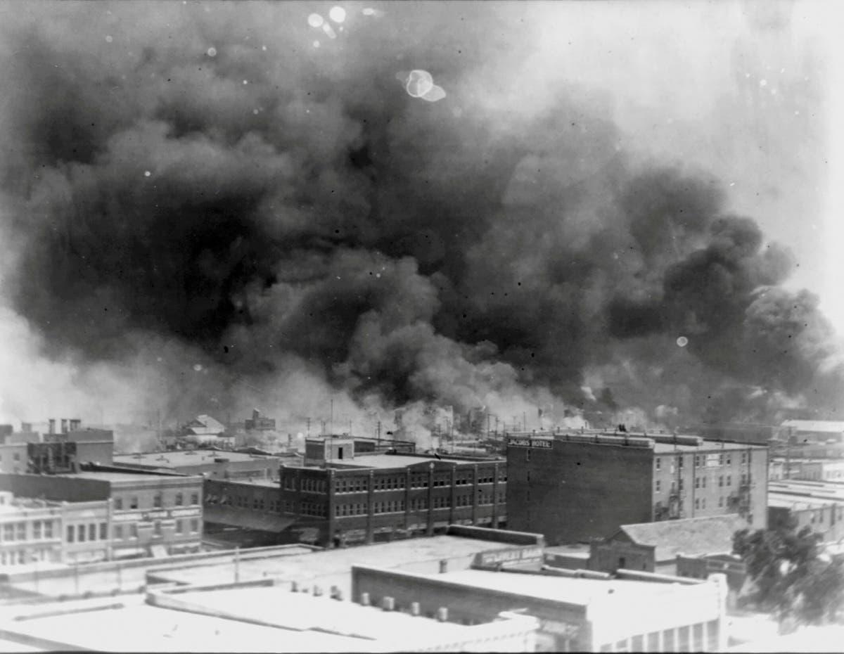 A white mob killed hundreds of Black people in Tulsa 100 År siden. Survivors still demand justice