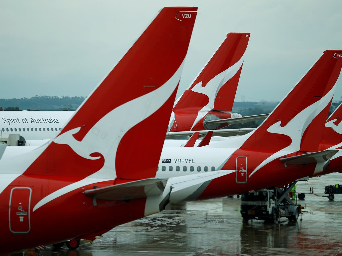Qantas offers Australians unlimited flights for a year in vaccine push