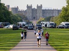 Travellers set up camp in 'Queen's front garden' as caravans park next to Windsor Castle