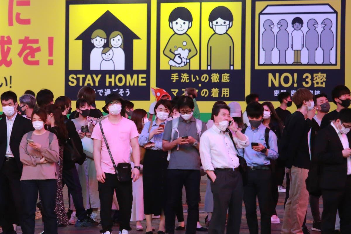 Photos de l'AP: Tokyo nightlife bustles despite virus emergency