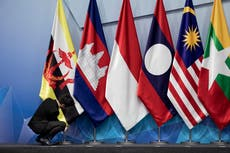 China hosts Southeast Asian ministers as it competes with US
