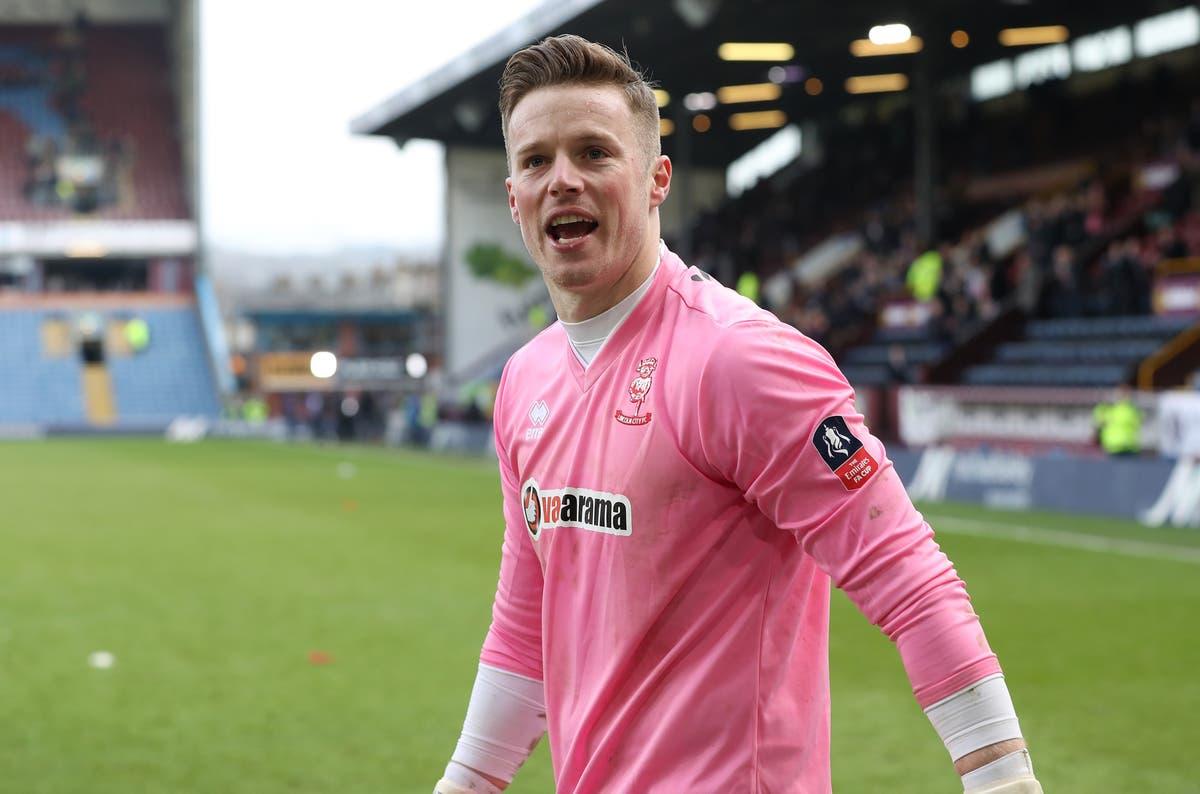 Barrow sign goalkeeper Paul Farman on two-year contract