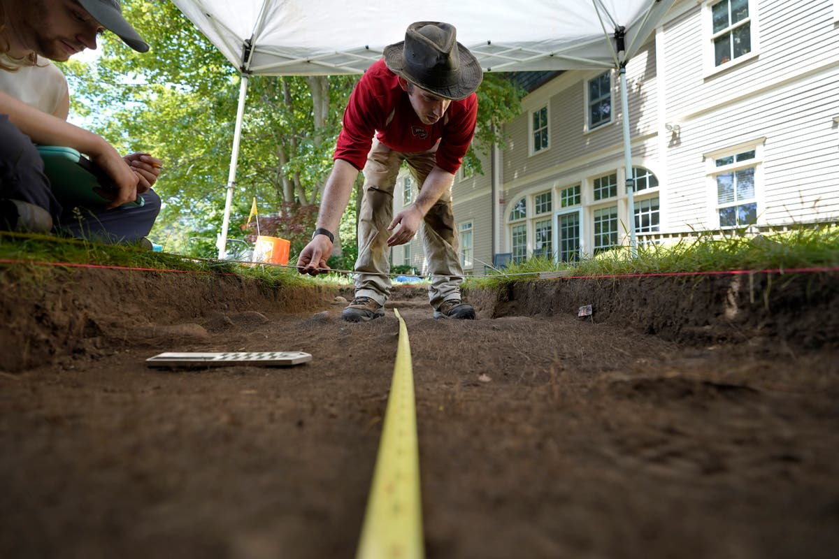 Archaeologists dig hilltop over Plymouth Rock one last time
