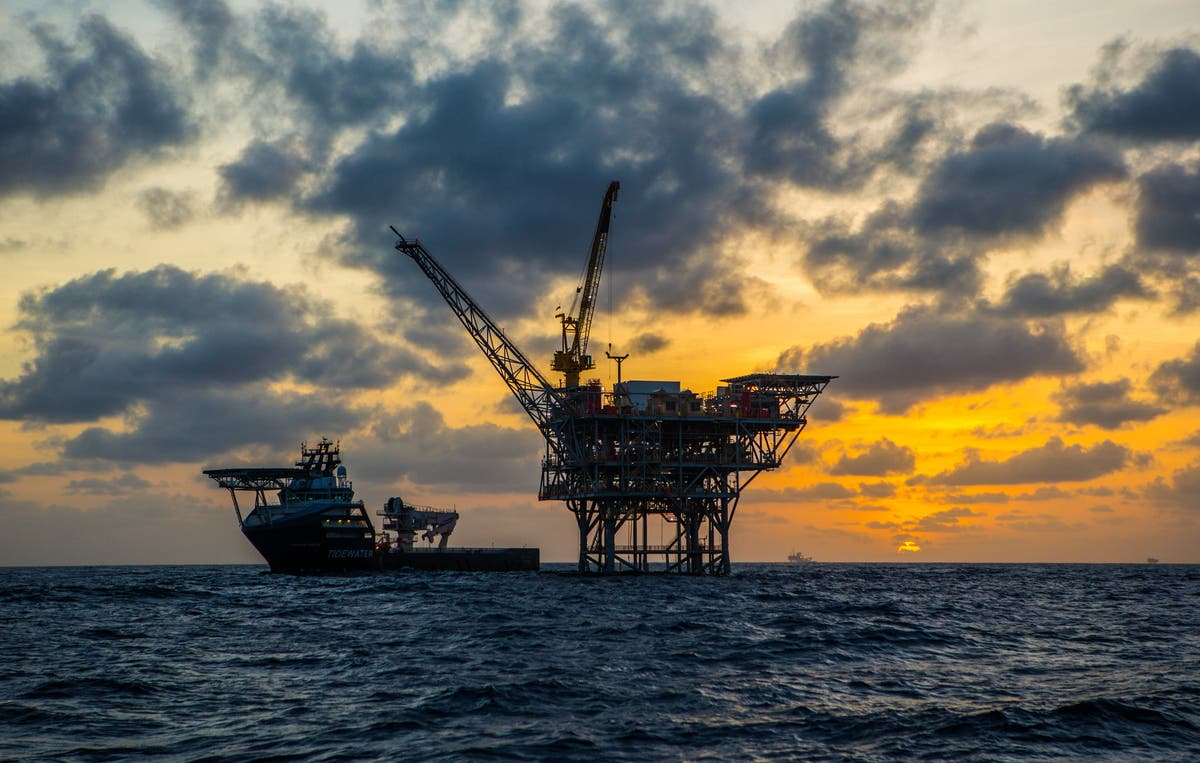 FTSE finishes higher as rising crude prices lift oil majors