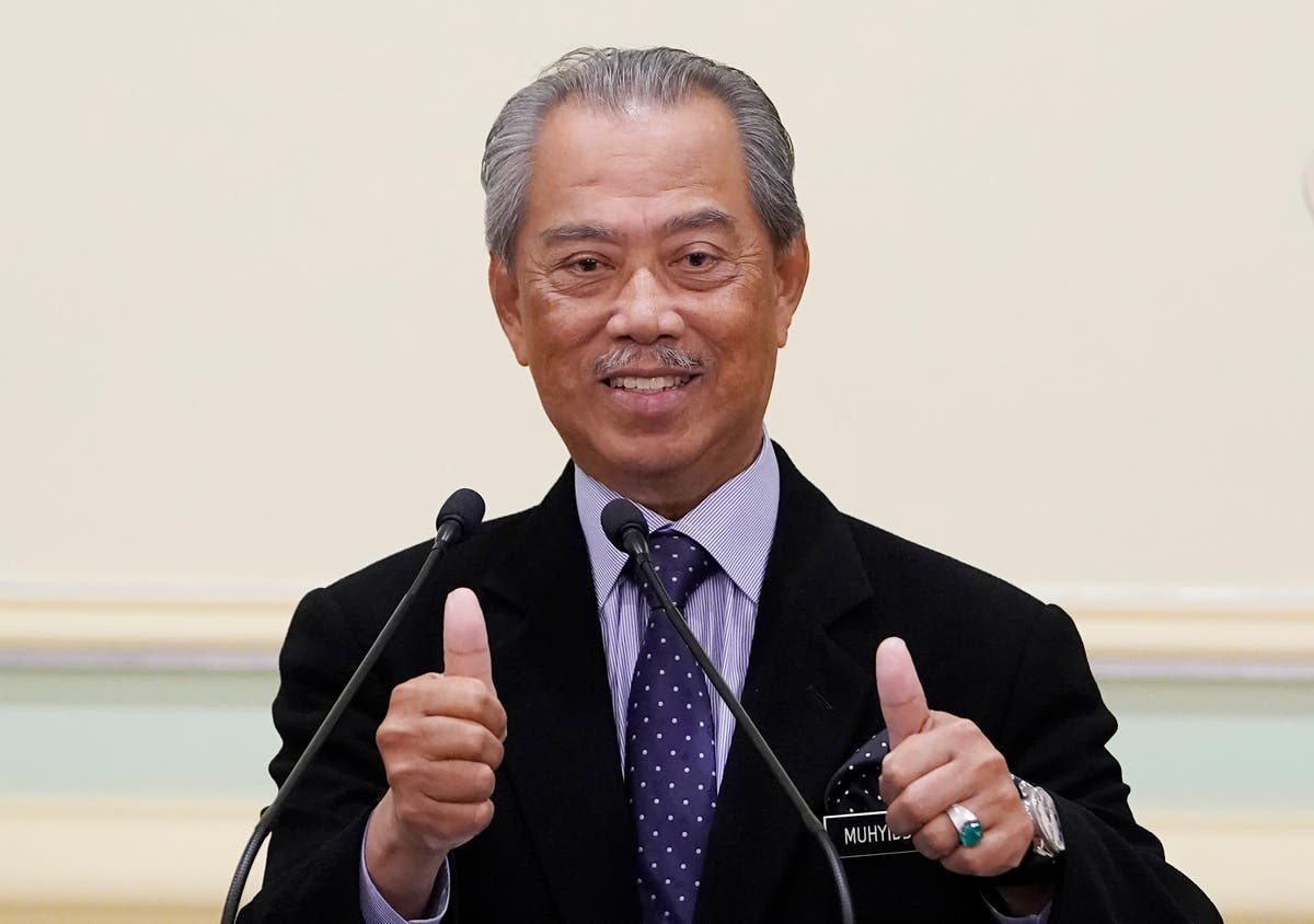 Malaysian PM switches back to real name after court bungle