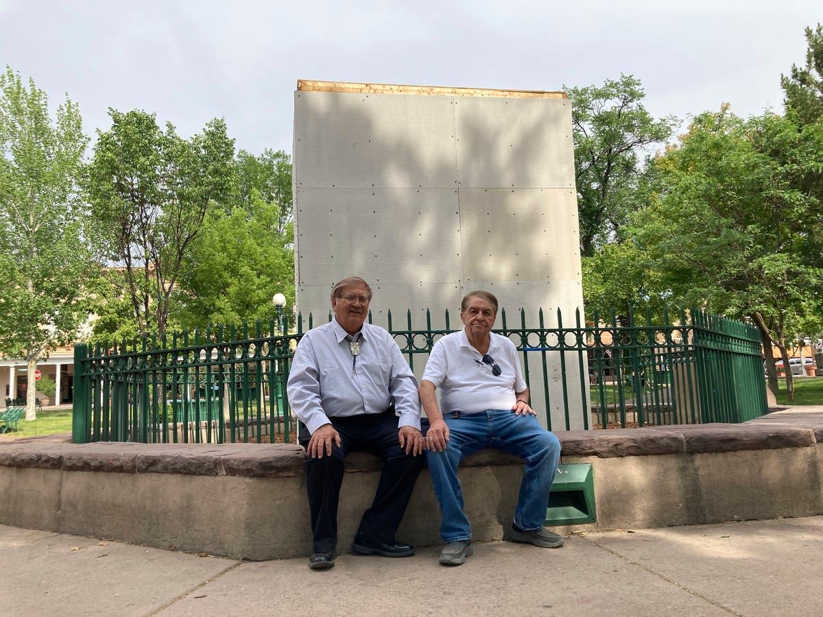 Hispanic group sues Santa Fe mayor over destroyed obelisk