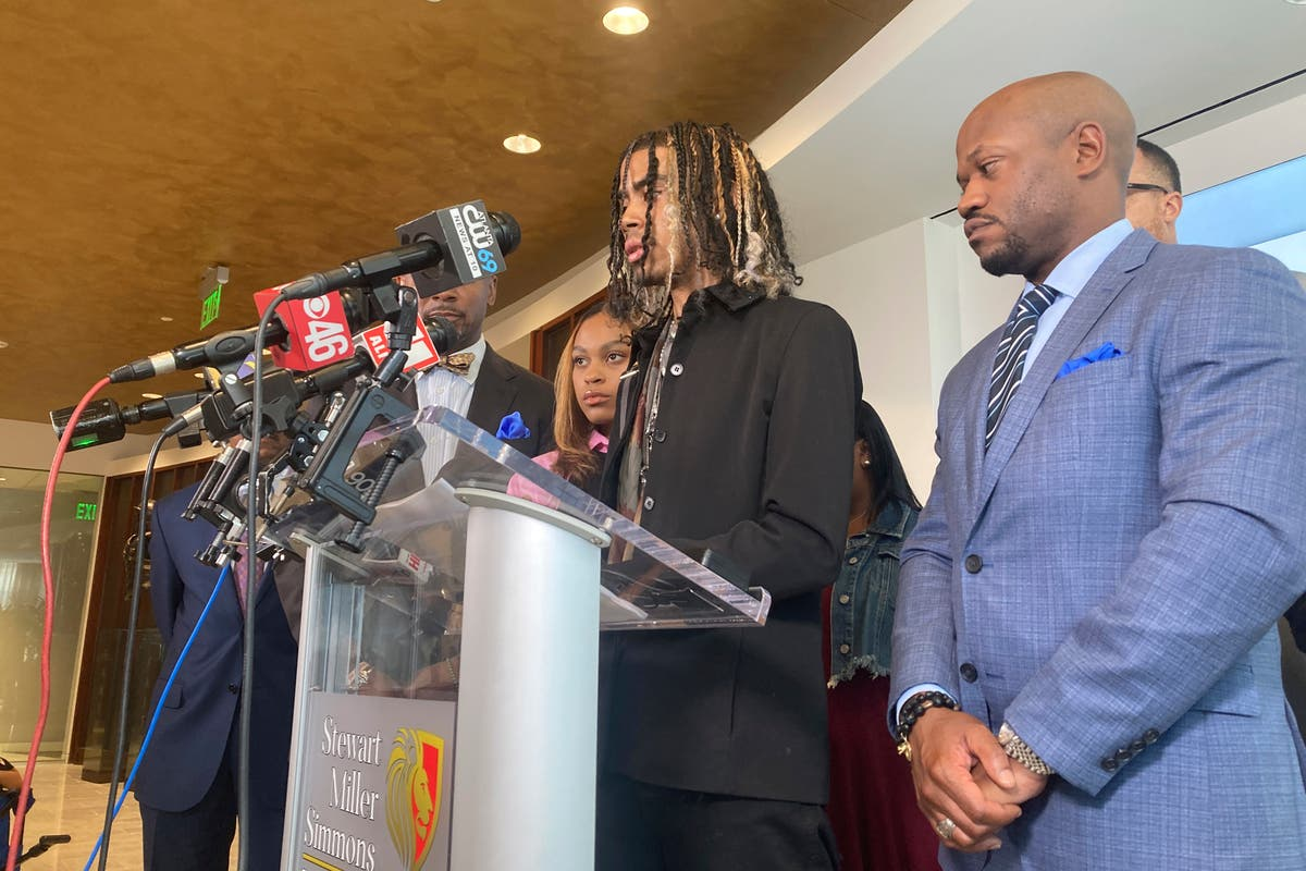 Students pulled from car by Atlanta police announce lawsuit