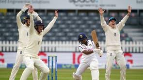 L'Angleterre fait appel à LBW au cours de la quatrième journée de son match test international féminin contre l'Inde au Bristol County Ground