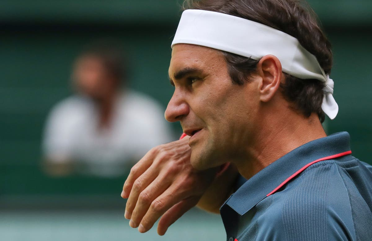 Roger Federer faces 'two challenges' at Wimbledon