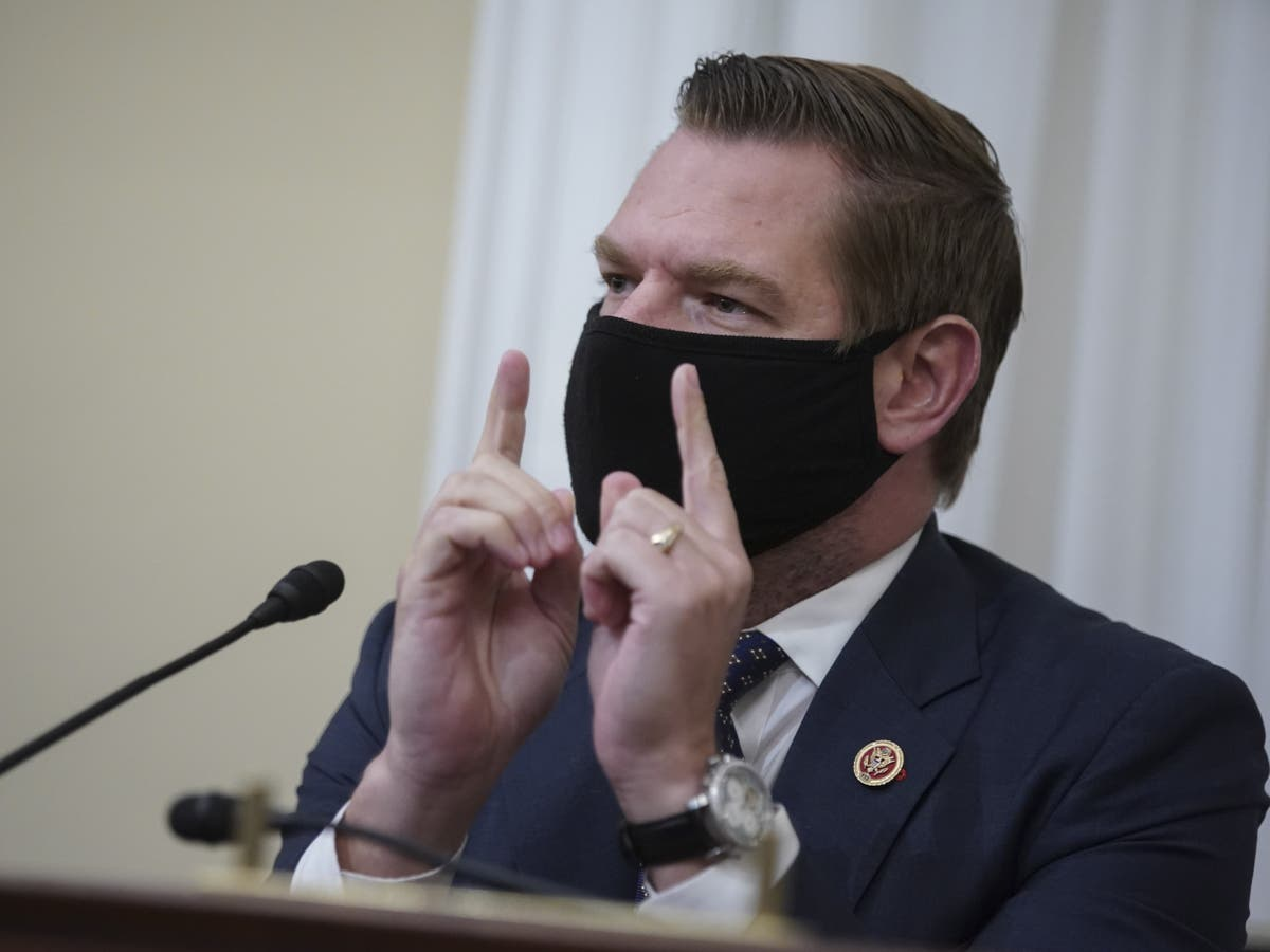 Eric Swalwell's campaign spent money on alcohol, steak and limos, 报告说