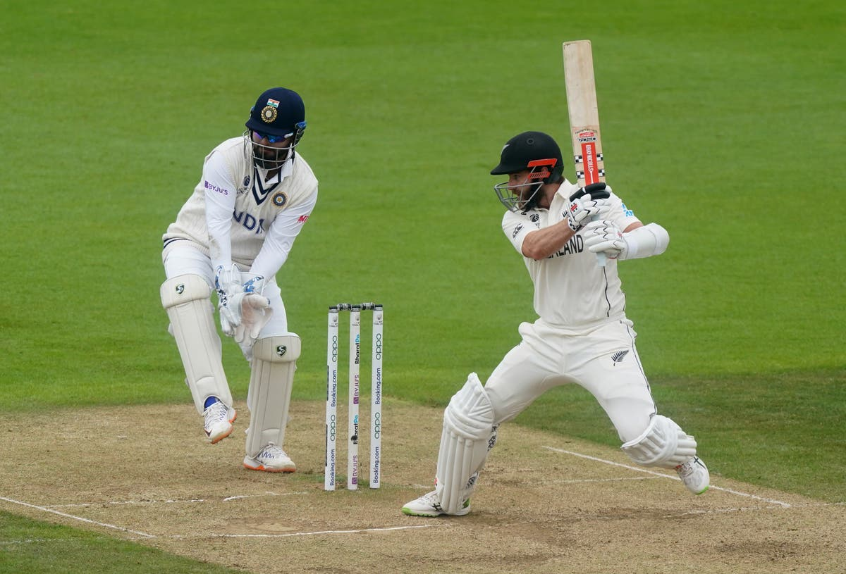 Kane Williamson earns New Zealand lead but India bowlers offer hope of result