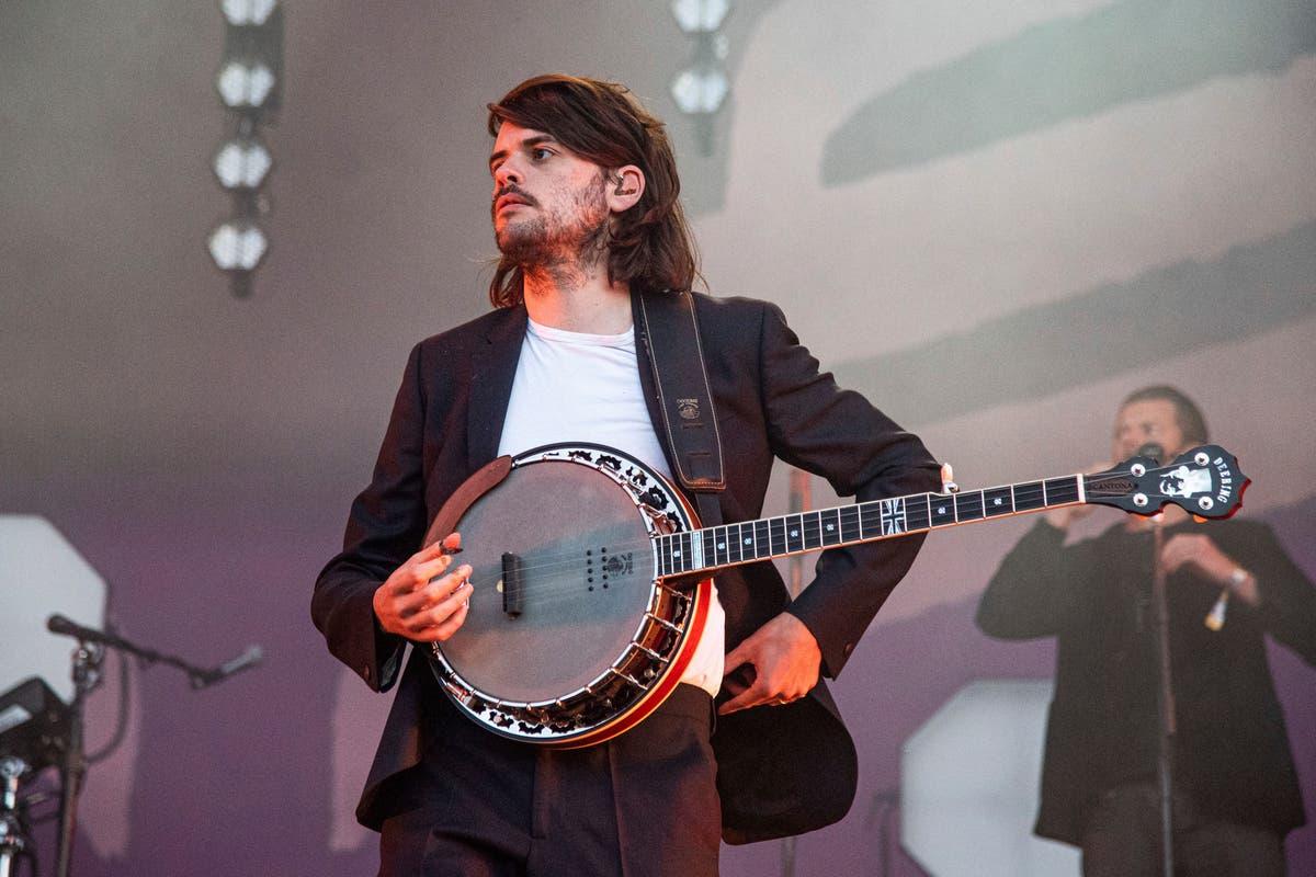 Guitarist quits Mumford & Sons to 'speak freely' on politics