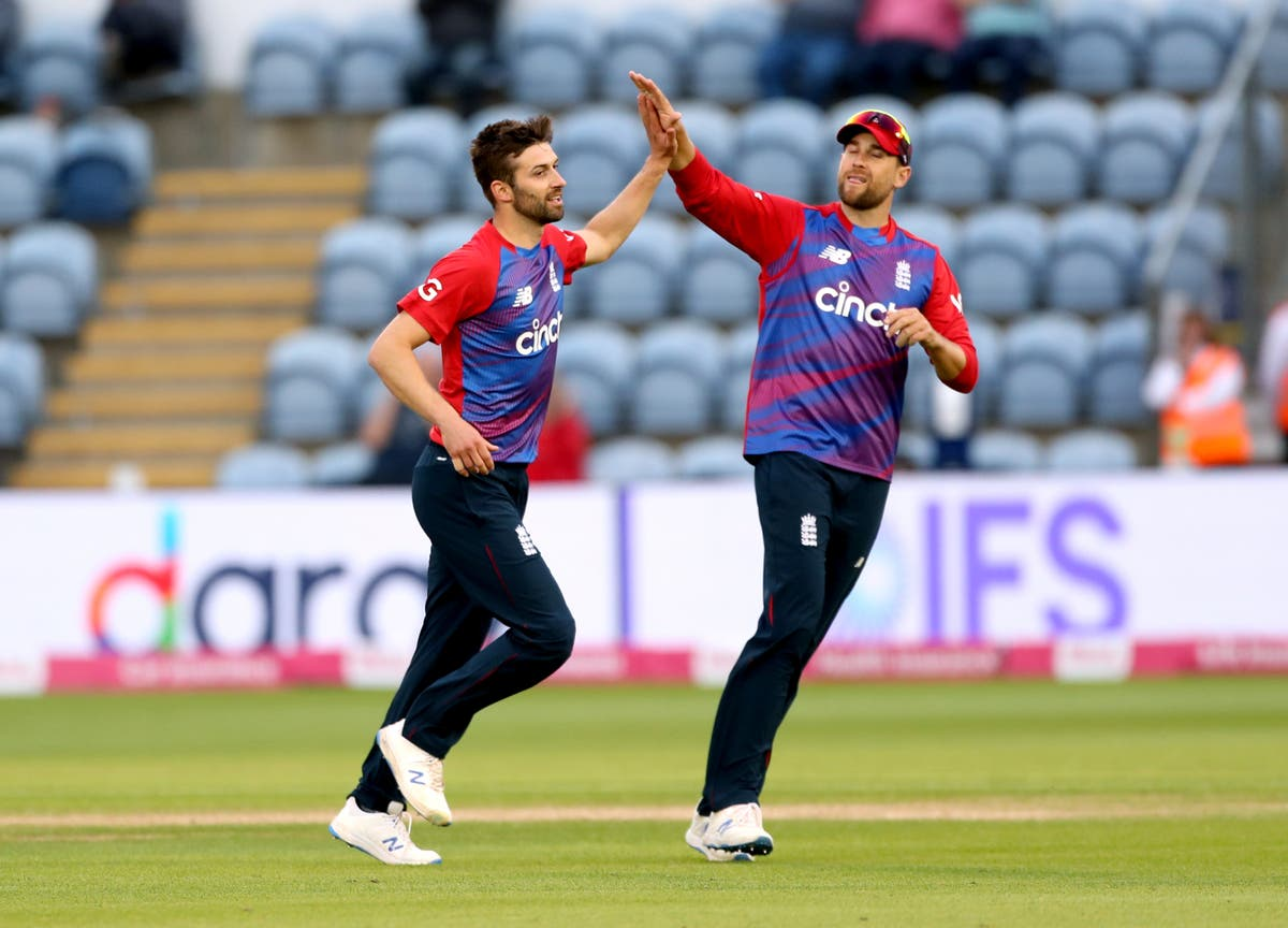 Mark Wood and Adil Rashid restrict Sri Lanka to poor total in Cardiff