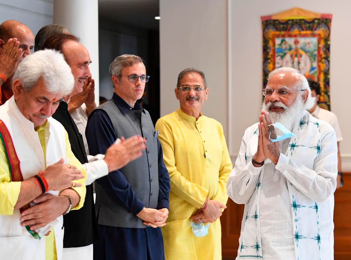 インドのモディ首相がカシミールの指導者と会う, 州と選挙を保証します