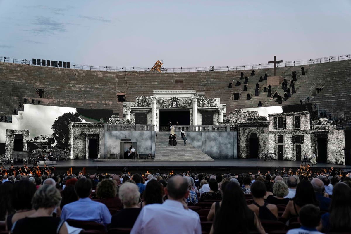 Verona Arena subs monumental sets with dynamic video