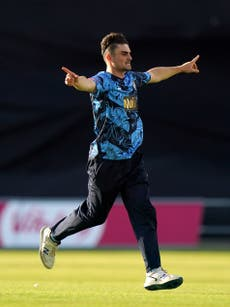Jordan Thompson leads way with bat as Yorkshire move top with comfortable win