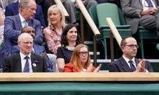 Multidão de Wimbledon aplaude de pé a desenvolvedora de vacinas de Oxford Covid, Dame Sarah Gilbert
