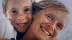 """""""她就是一切"""": Sophie Toscan du Plantier 的儿子在 Netflix 系列中讲述了他母亲的死"""