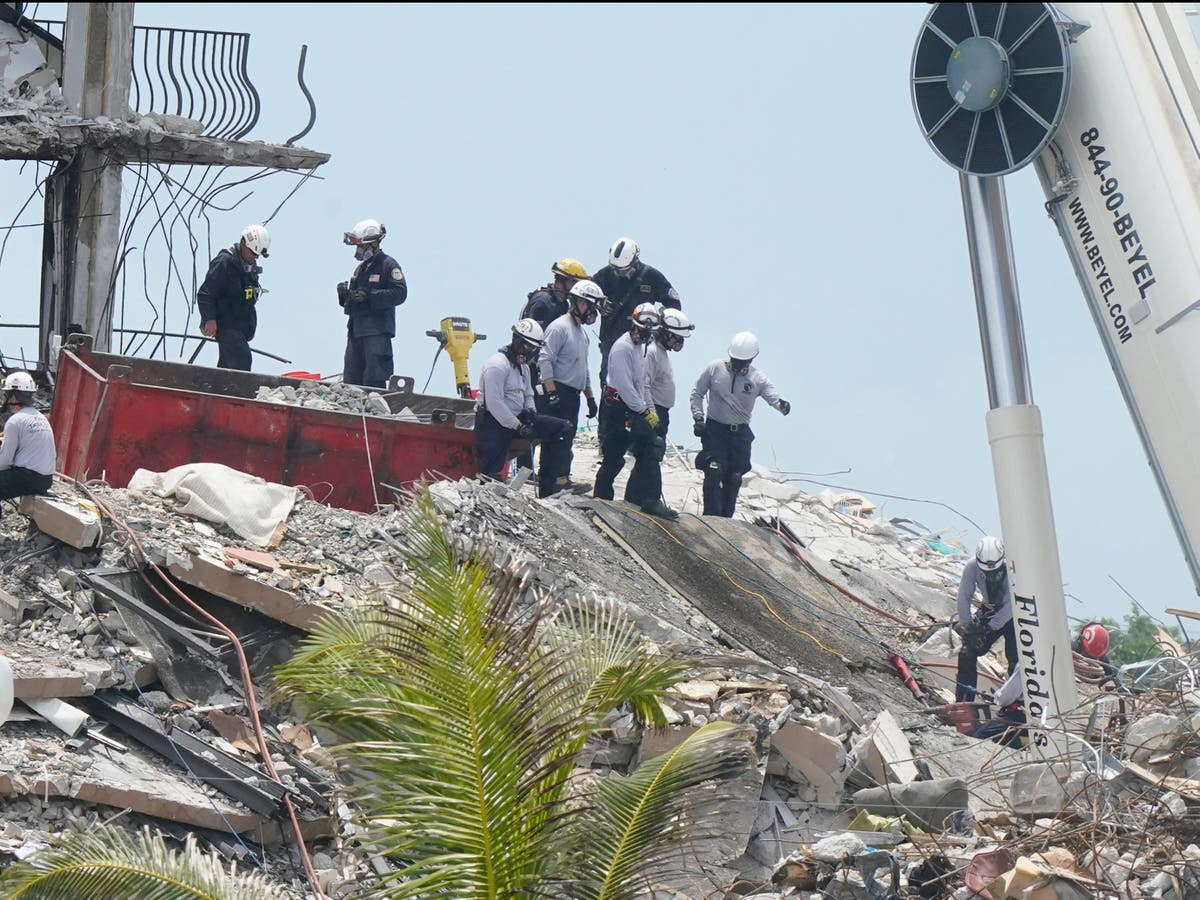 Miami building collapse death toll reaches 12 as extra rescue team requested - følg live