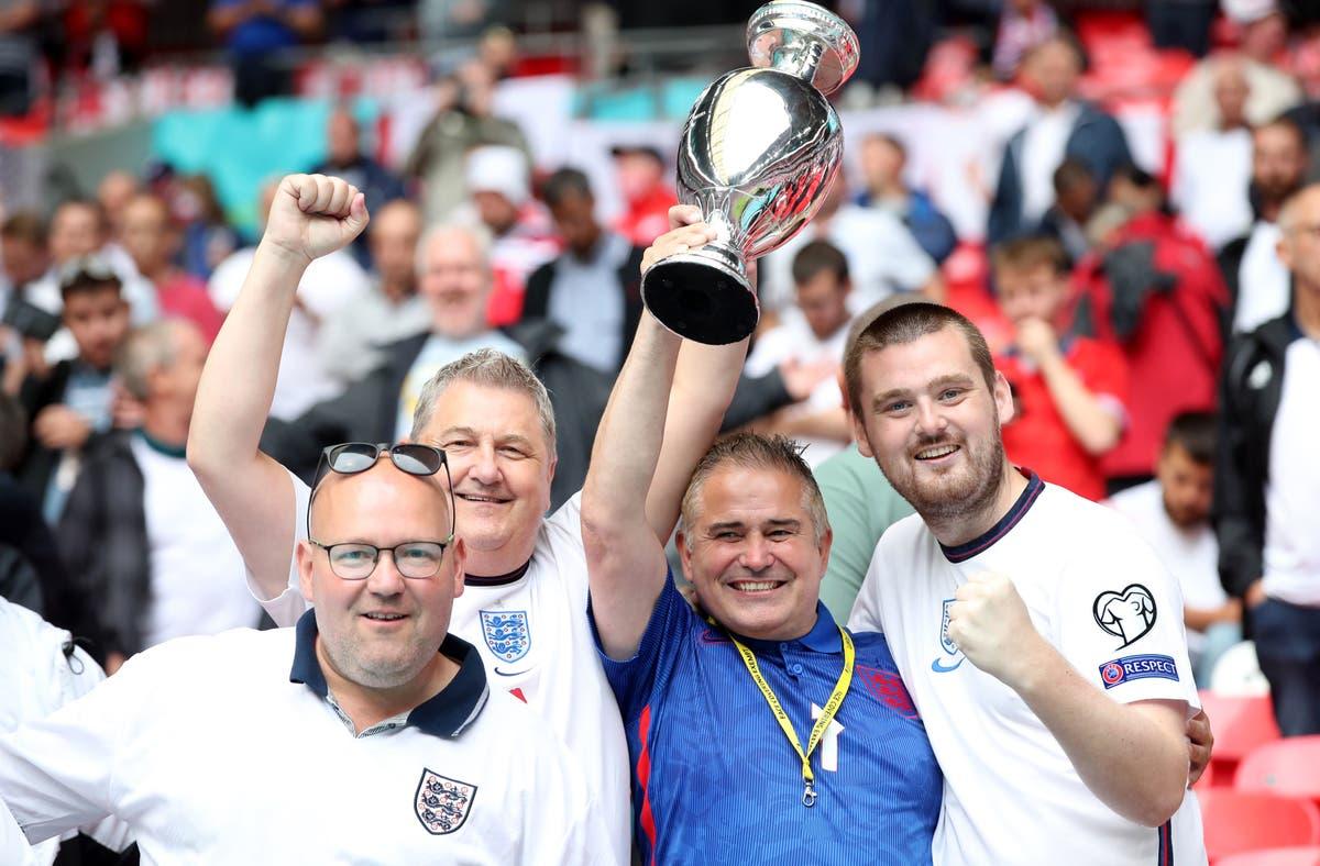 Hvor mange fans er det i England mot Tyskland på Wembley?