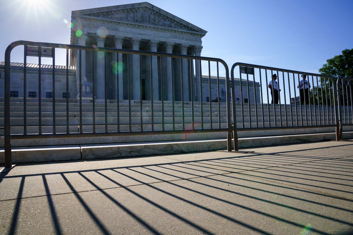 Supreme Court leaves CDC eviction moratorium in place