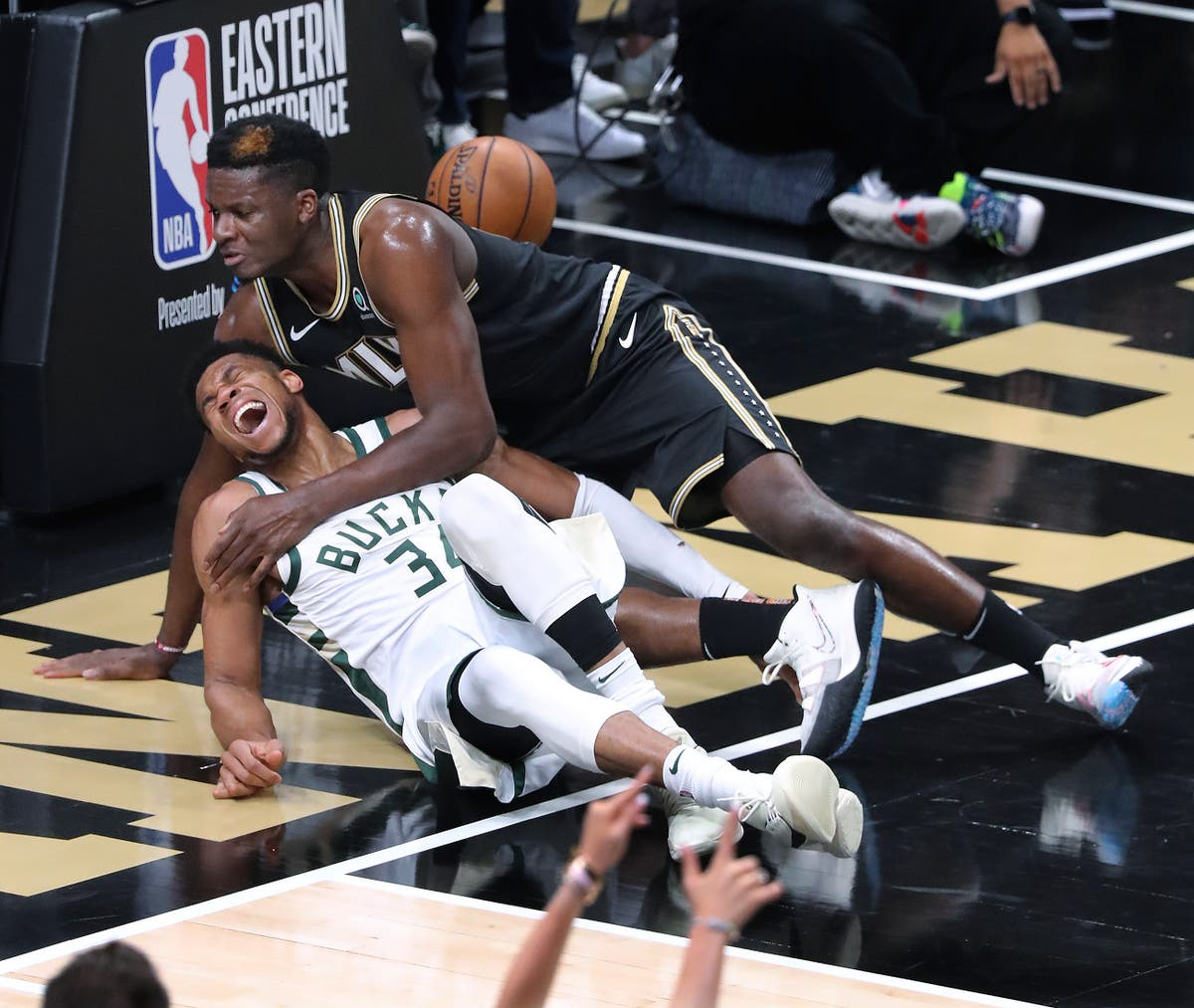 Giannis Antetokounmpo injury caps grim night for Milwaukee Bucks