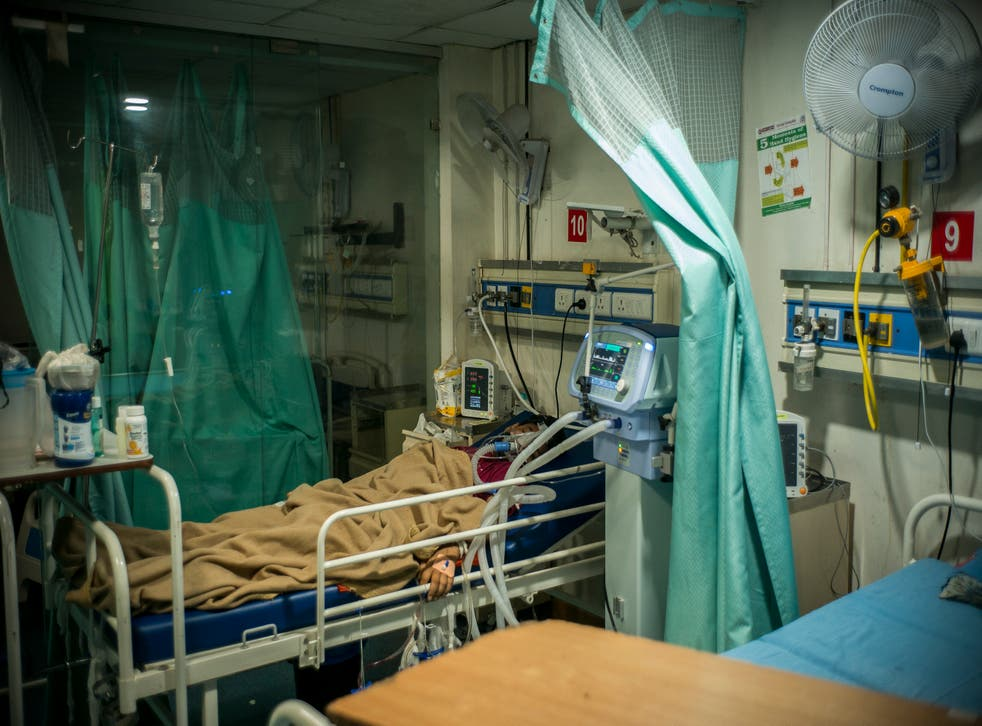 <p>File: Covid-19 patients are being treated inside an intensive care unit of a hospital in Delhi on 28 Kan, 2021</s>