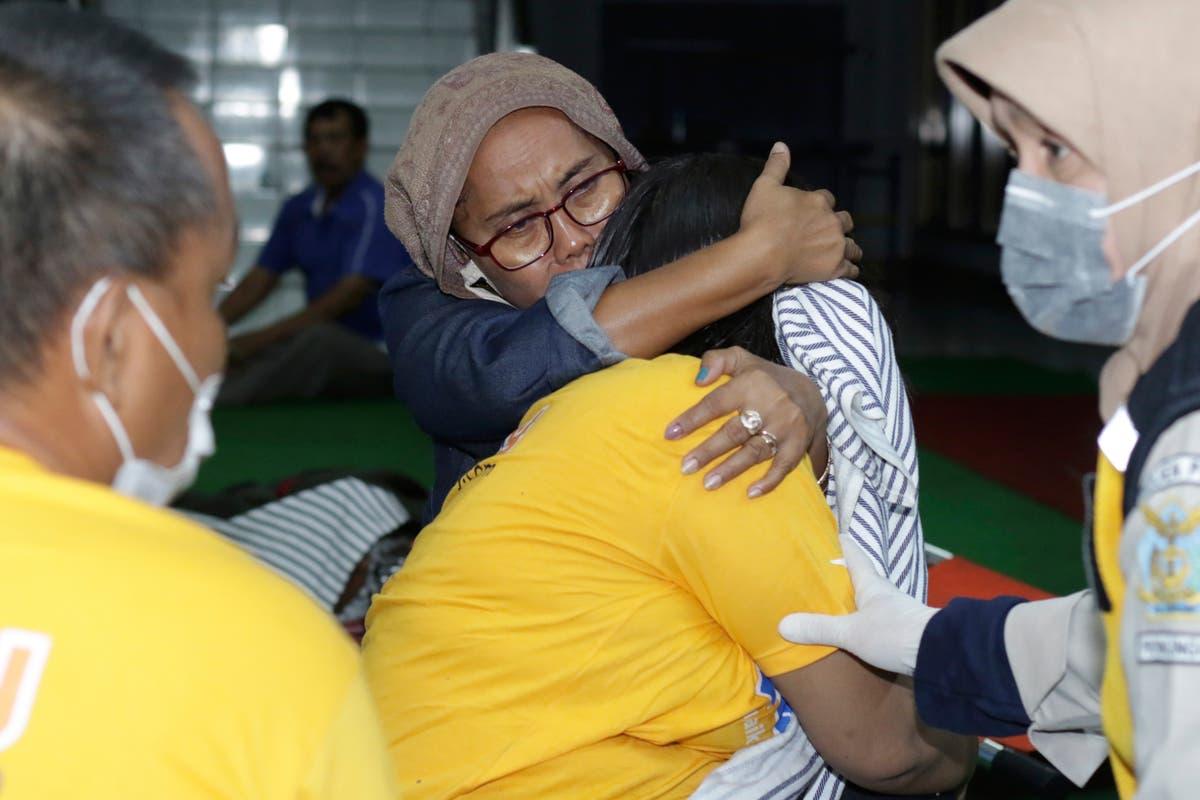 Ferry sinks in rough seas near Bali; 7 Mort et 11 disparu