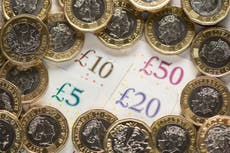 UK economy contracted by 1.6% as people saved at record levels, figuras mostram