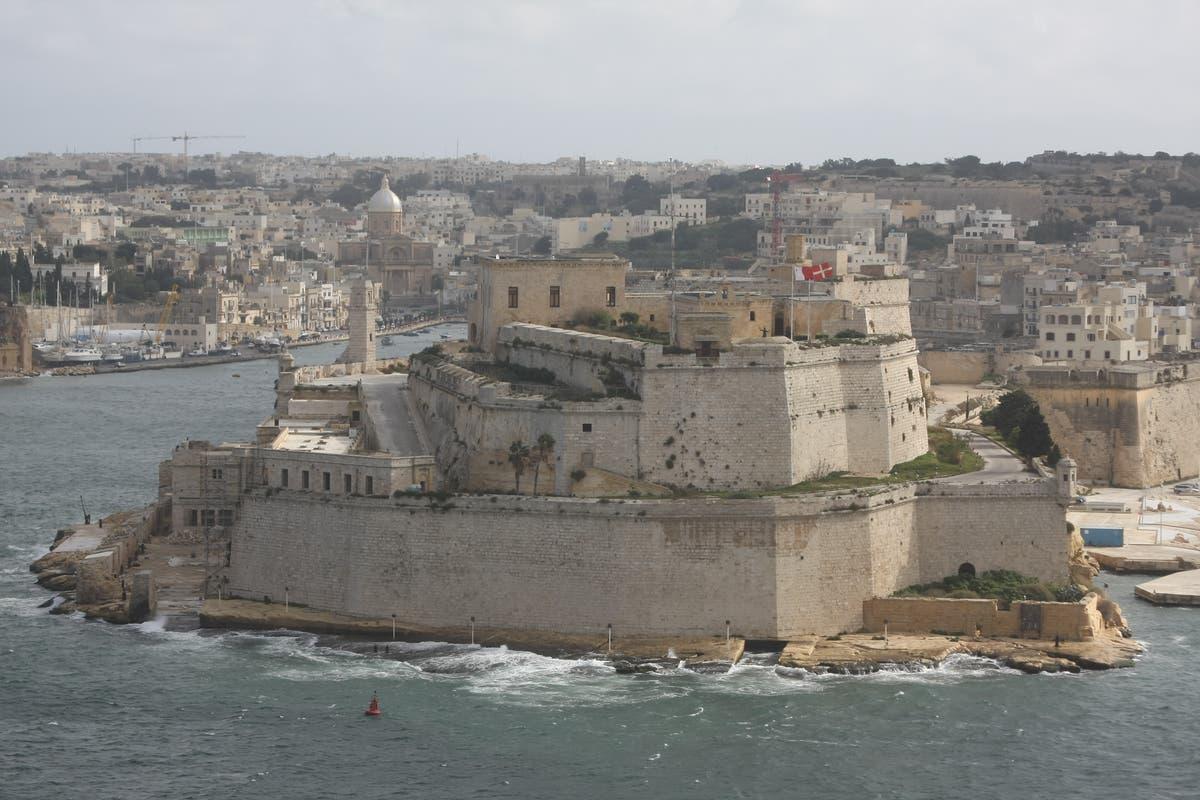 Malte ajoute des formalités administratives pour les voyageurs britanniques avec des demandes de certificat de vaccin papier