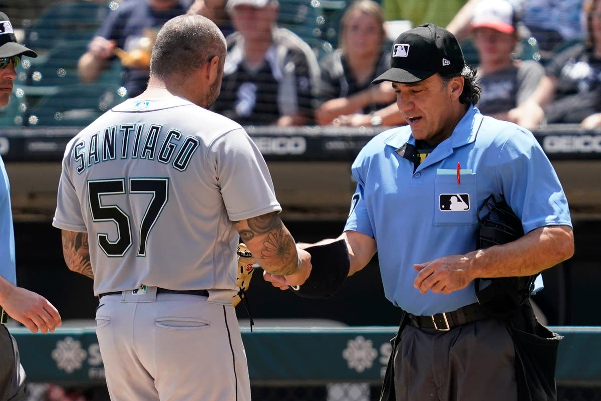 Mariners' Santiago suspended 10 games for foreign substance