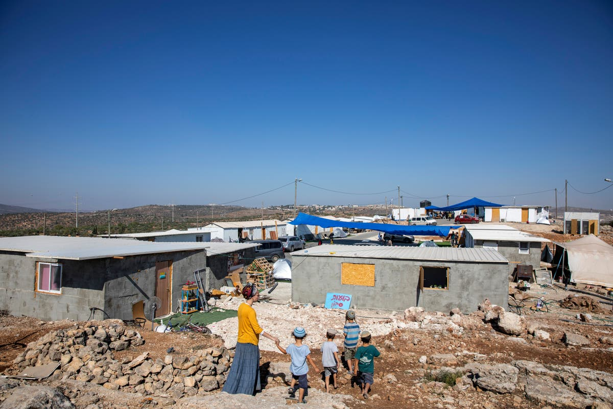 Israel reaches compromise with settlers on West Bank outpost