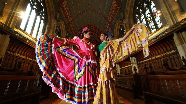 ビリンガムフェスティバルとバルビルシンダンスカンパニーのダンサー, The TwoFridasのプレビュー中, 英国サマーツアー, Balbir Singh DanceCompanyと共同でBillinghamInternational Folklore Festival of WorldDanceによって発表されました, 女性アーティストのフリーダカーロとアムリタシェールギルの人生と時代に触発された , 7月にオープン 10 ウショウヒストリックハウスで, ダーラムのチャペルと庭園