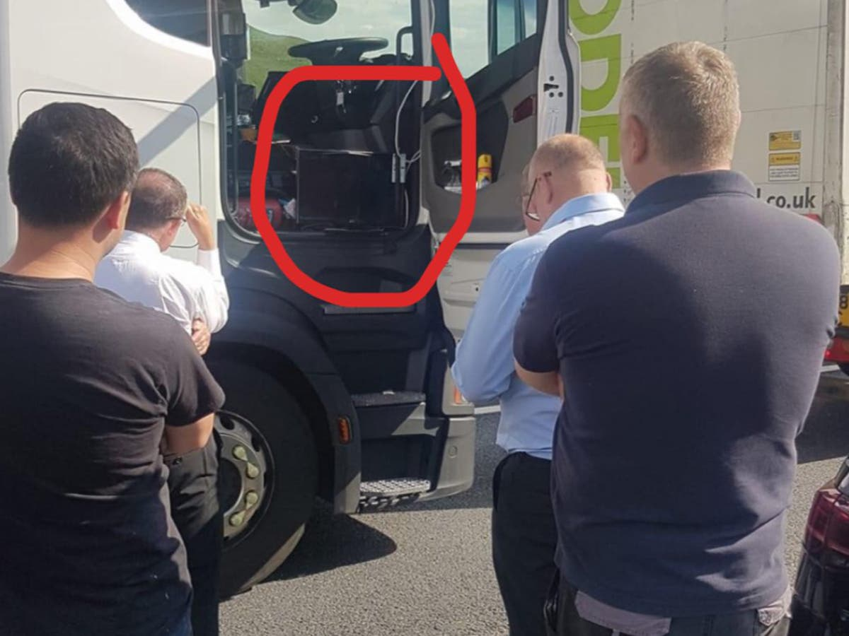 'Hero' lorry driver screens England game for motorists stuck in traffic